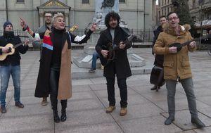 Indira s tamburašima zapjevala slavonske evergreene (Foto: Dnevnik.hr)