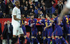 Ernesto Valverde i igrači Barcelone (Foto: AFP)
