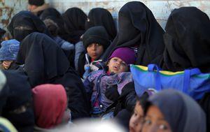 Djeca s majkama u Siriji (Foto: AFP)