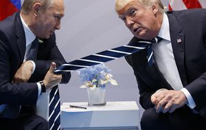 Trumpova kravata (Foto: Twitter/TrumpsTies) - 19
