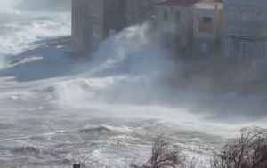 Orkanska bura u Postirama na Braču (Screenshot: Brač online)