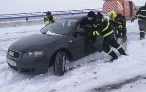 Vozači zaglavljeni na autocesti u Španjolskoj (Screenshot Reuters)