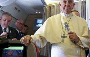 Papa u avionu za Južnu Ameriku (Foto: AFP)