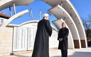 Kolinda Grabar-Kitarović u Ahmićima (Foto: Ured predsjednice)