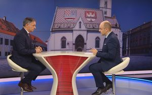 Mislav Bago razgovara s čelnikom SDSS-a Miloradom Pupovcem (Foto: Dnevnik.hr) - 3