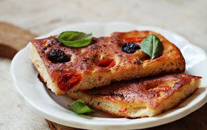 Focaccia s rajčicama i maslinama