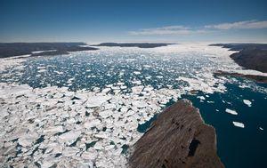 Otapanje leda na Grenlandu (Foto: AFP)