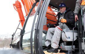 Milan Bandić u bageru započeo radove na izgradnji žičare (Foto: Goran Stanzl/PIXSELL)