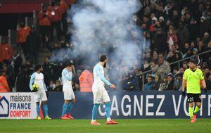 Eksplozija petarde koja je prekinula utakmicu (Foto: AFP)
