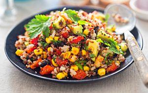 Salata od tune s crvenom kvinojom i povrćem