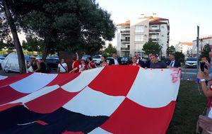 Predsjednica Grabar-Kitarović s navijačima uoči utakmice Hrvatske i Rusije (Foto: Dnevnik.hr) - 2