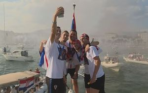 Vatreni snimili selfie na dočeku u Splitu (Foto: Dnevnik.hr)