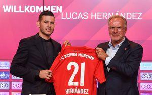 Lucas Hernandez i Karl-Heinz Rummenige (Foto: AFP)