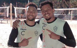 Neymar igra na pijesku (Foto: Instagram)