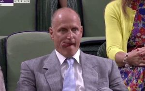 Woody Harrelson na finalu Wimbledona Screenshot)