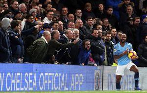 Trenuci kada su Chelseajevi navijači rasistički vrijeđali Sterlinga (Foto: Steven Paston/Press Association/PIXSELL)