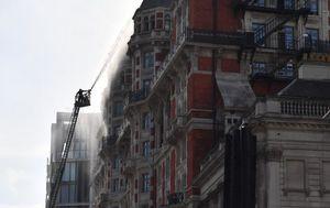 Buknuo požar u luksuznom londonskom hotelu (Foto: AFP)