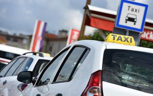 Taksi (Foto: Arhiva/Dino Stanin/PIXSELL)