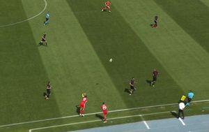 Bale ubacuje loptu sa strane (GOL.hr)