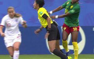 Skandal na utakmici Engleska - Kamerun (Screenshot)