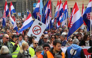 Prosvjed protiv ratifikacije Istanbulske konvencije (Foto: Jurica Galoic/PIXSELL)