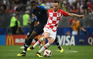 Ivan Rakitić i Paul Pogba (Foto: AFP)