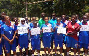 Djevojke iz Tanzanije pružaju podršku Vatrenima (Screenshot)