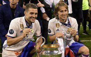 Mateo Kovačić i Luka Modrić (Foto: AFP)