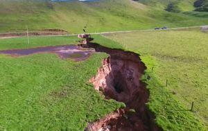 Golema rupa na novozelandskoj livadi (Foto: Dnevnik.hr)