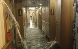 Voda preplavila luksuzni kruzer, prodirala u hodnike i kabine (Screenshot Facebook/Marla DeAnn Haase)