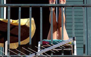 Sunčanje na balkonu, ilustracija (Foto: Boris Scitar/Vecernji list/PIXSELL)