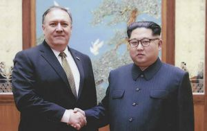 Mike Pompeo i Kim Jong Un (Foto: AFP)
