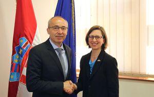 Ministar Damir Krstičević s Laurom Cooper iz Ministarstva obrane SAD-a (Foto: MORH)