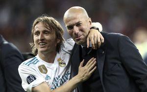 Luka Modrić i Zidane u zagrljaju (Foto: AFP)