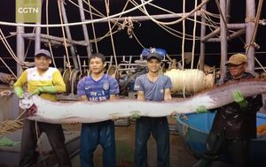 Uhvatili rijetko viđenu ribu dugu gotovo četiri metra (Screenshot YouTube)