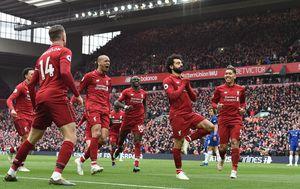 Mohamed Salah slavi pogodak s igračima Liverpoola (Foto: AFP)