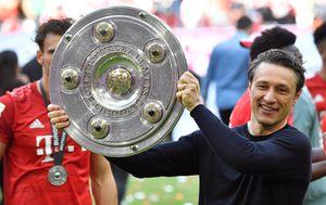 Niko Kovač s trofejem Bundeslige (Foto: AFP)