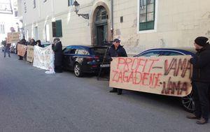 Prosvjed pred Gradskom skupštinom (Foto: Dnevnik.hr)