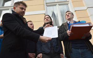 Predstavnici Živog zida traže ostavku župana Darka Korena zbog Piškornice (Foto: Damir Spehar/PIXSELL)