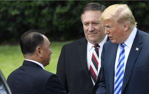 Susret Trumpa i Kim Yong Chola (Foto: AFP)