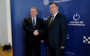 Ministar Pavić s ukrajinskim ministrom socijalne politike Revom (Foto: Dalibor Urukalovic/PIXSELL)