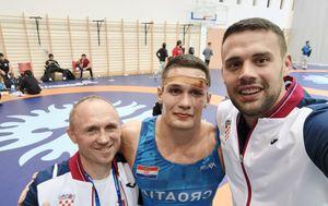 Vjekoslav Luburić sa svojim trenerima (Foto: Savez hrvačkih sportova Grada Zagreba)