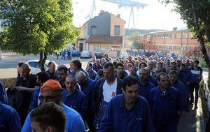Radnici 3. maja u prosvjednoj šetnji oko brodogradilišta (Foto: PIXSELL/Goran Kovačić) - 9