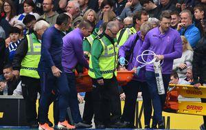 Iznošenje ozlijeđenog Huga Llorisa (Foto: AFP)