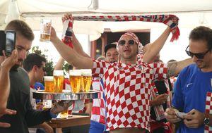 Navijači se zagrijavaju za Hrvatska - Mađarska (Foto: Ivo Čagalj/PIXSELL)