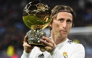 Luka Modrić sa Zlatnom loptom (Foto: AFP)