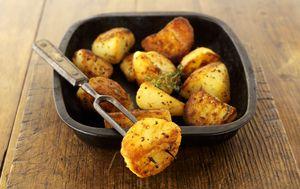 Ilustracija hrskavih krumpira iz pećnice