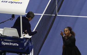 Serena u raspravi sa sucem (Foto: AFP)