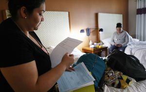 Tražiteljica azila u privremenom smještaju (Foto: AFP)