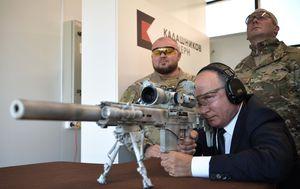Vladimir Putin puca iz kalašnjikova (Foto: AFP) - 3